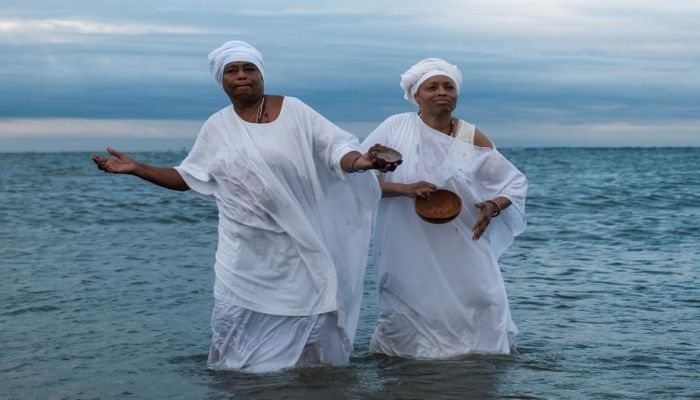 Members of the African Queen Mothers participate in a sunrise service and spiritual cleansing ceremony to mark the 400-year anniversary of the arrival of the first enslaved Africans in Virginia, in Hampton, Virginia, August 24. Photo: Collected