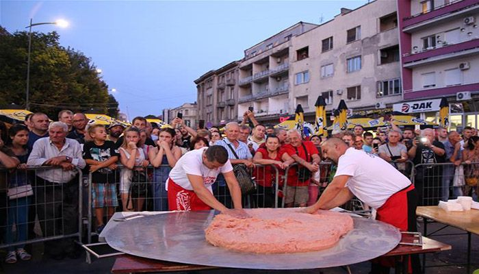 """Grill masters make world's biggest """"pljeskavica"""" burger in Serbia Photo: Collected"""