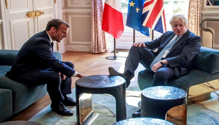 French President Emmanuel Macron and British Prime Minister Boris Johnson speak during a meeting at the Elysee Palace in Paris, France, August 22. Photo: Collected