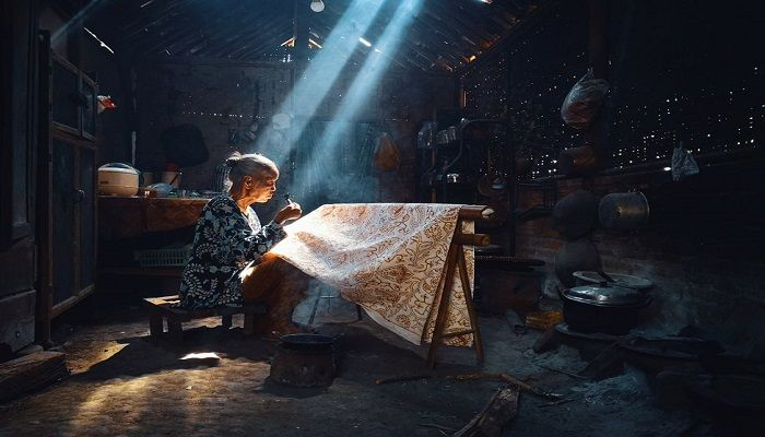 Bimo Pradityo submitted a photo in the Mobile Photographer category of a batik craftmaker in Yogyakarta, Indonesia.