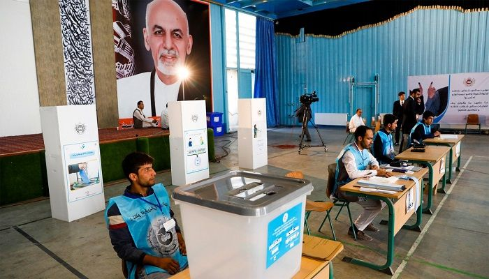 Election workers wait for Afghan presidential candidate Ashraf Ghani to vote in the presidential election in Kabul in Afghanistan on September 28, 2019. Photo: Reuters