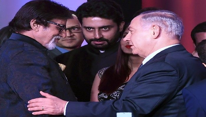 Bollywood actor Amitabh Bachchan (L) speaks with Israeli Prime Minister Benjamin Netanyahu at the Shalom Bollywood event in Mumbai on 18 January 2018. (AFP)