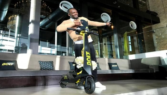 Olympic gold medallist Usain Bolt poses for a photograph as he shows off an electric scooter at a launch event in Tokyo, Japan November 15, 2019. Photo: REUTERS