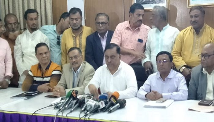 Home Minister Asaduzzaman Khan Kamal speaks to reporters after a meeting with leaders of Bangladesh Truck, Covered-van Goods Transport Owners-Workers Oikya Parishad at his Dhanmondi residence on Thursday, Nov 21, 2019. Photo: Collected