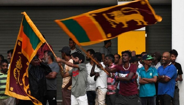 Supporters of the ruling United National Party (UNP) and New Democratic Front (NDF) presidential candidate Sajith Premadasa wave national flags as they mark the close of the country's presidential election, in Colombo on November 16, 2019. Sri Lankans voted on November 16 for a new president in what could mark a comeback for the Rajapaksa clan, lauded by supporters for crushing the Tamil Tigers but condemned by critics for war crimes, corruption and cosying up to China. Photo: AFP