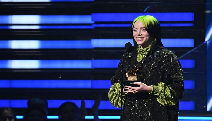 Billie Eilish receives the award for song of the year. Photo: Collected from AFP