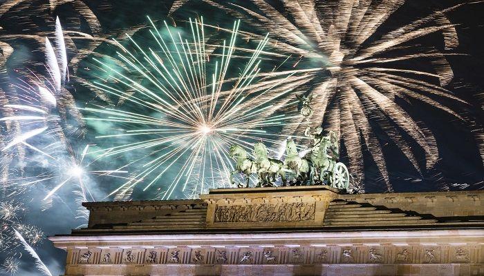 Fireworks light the sky above the Brandenburg Gate in Berlin. Photo: AP