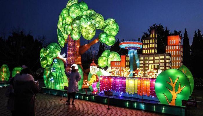 Lantern Festival Held in Dalian, Liaoning