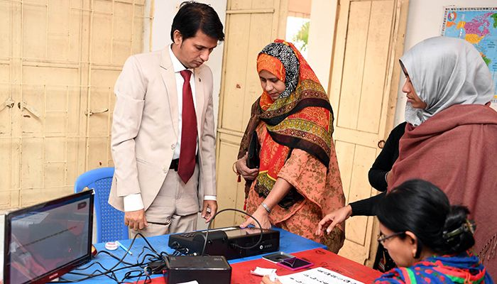 Voters are casting their votes in EVMs in amid a festive atmosphere at various centers in Dhaka South City Corporation elections. Photo: PID