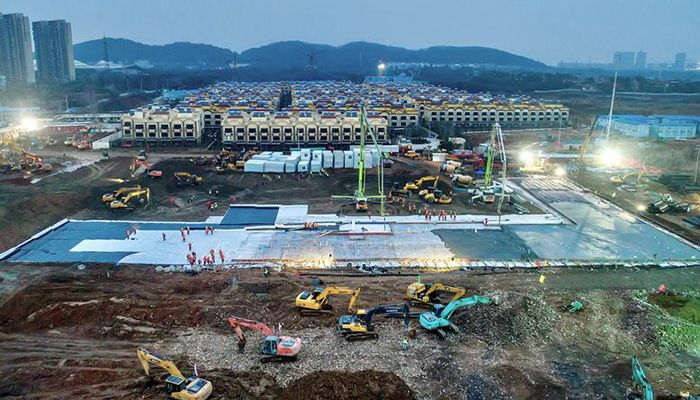 Excavators and workers are seen at the construction site where the new Huoshenshan Hospital is being built to treat coronavirus patients in the suburbs of Wuhan, China. Photo: Reuters