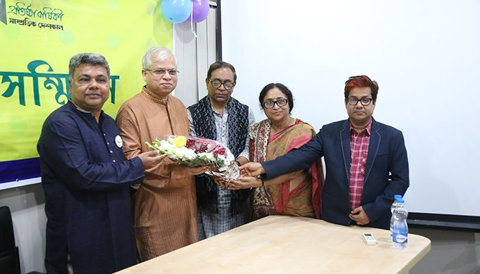 On this happy hour, Shampratik Deshkal family received floral greetings from various walks of people along with Writers, Columnists, Professors, Intellectuals, Educationists and many more.