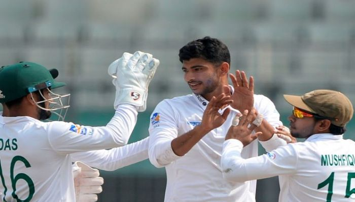 Nayeem Hits Double But Ervine Helps Zimbabwe to Reach 150/3 at Tea
