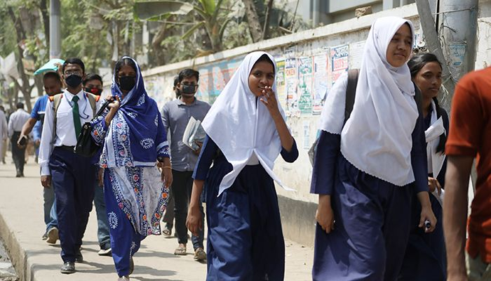 Students going to school/colleges using face masks to prevent coronavirus infection. All the educational institutions of the country to remain closed from Tuesday to March 31. The photo was taken from Uttara in the capital.