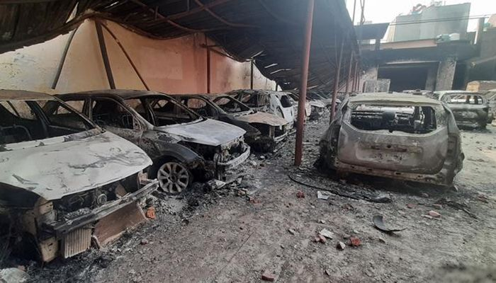 It was a car showroom of a multinational company. Each car was burned. Photo: DW