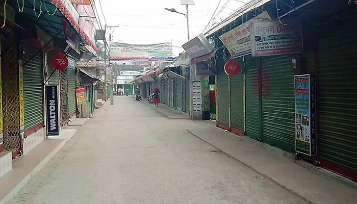 Shops are closed in four areas of Shibchar Upazila of Madaripur, with special surveillance to prevent the spread of coronavirus. Photo: Star Mail
