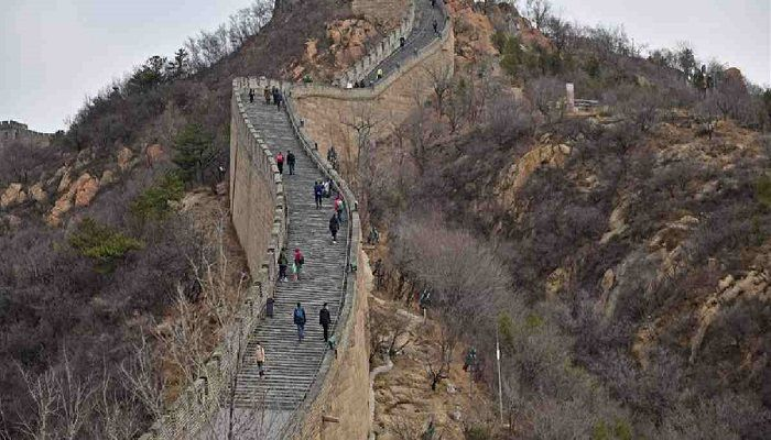 Tourists visit Badaling section of the Great Wall in Beijing, capital of China, March 24, 2020. The famous Badaling section of the Great Wall in Beijing has partly opened on Tuesday, after being closed for almost two months due to the novel coronavirus outbreak. Photo: Collected from Xinhua