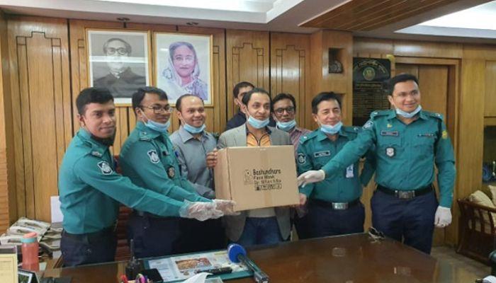 Bashundhara Group Provides 25,000 Masks for Police