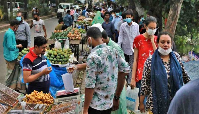 Hawkers Occupy Footpaths Ahead of Eid