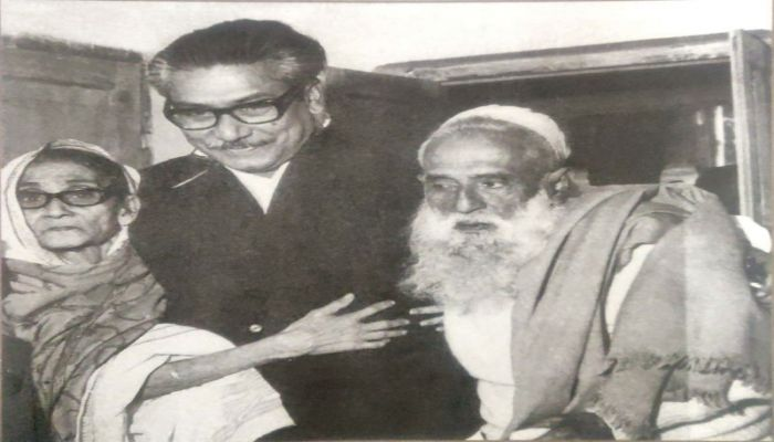 Sheikh Mujibur Rahman with His Mother Saira Khatun And Father Sheikh Lutfar Rahman || Photo: BBC Bangla