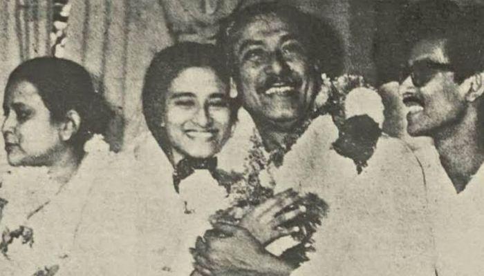 Sheikh Mujibur Rahman released from Dhaka after withdrawing conspiracy case with wife Fazilatunnesa Mujib, daughter Sheikh Hasina and son Sheikh Kamal - 1989 || Photo: BBC Bangla