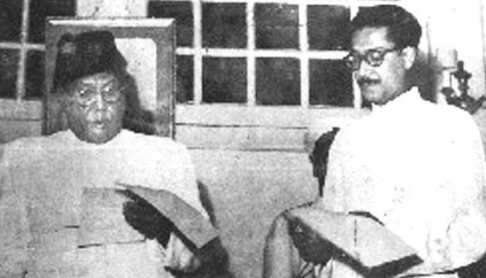 Sheikh Mujibur Rahman is taking oath as a member of the cabinet after winning the election on a United Front ticket in 1954. Chief Minister AK Fazlul Haque is administering oath to him || Photo: BBC Bangla