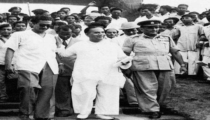 Sheikh Mujibur Rahman with his political guru and Prime Minister Hossain Shaheed Suhrawardy in 1956 || Photo: BBC Bangla