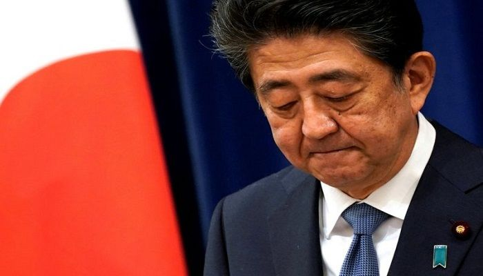 Japan's longest-serving prime minister, Shinzo Abe, announces his resignation for health reasons. The 65-year-old, who has suffered for many years from ulcerative colitis, said he did not want his illness to get in the way of decision-making. He apologised to the Japanese people for failing to complete his term in office.