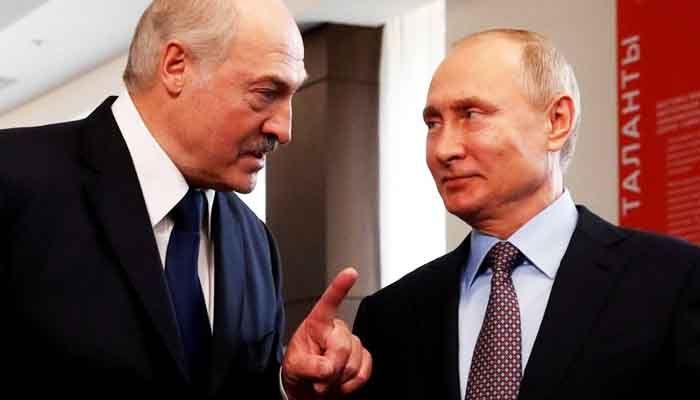 Vladimir Putin (R) has publically rallied behind Alexander Lukashenko (L)