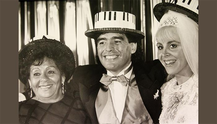 Maradona with his wife Claudia Viafane and mother Dalma at their wedding in Buenos Aires on November 8, 1989.