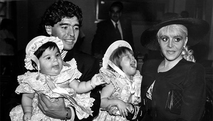 Maradona with two daughters Giannina Dinora, Dilma Nira and wife Claudia Viafan.
