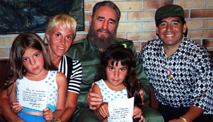 Maradona with his wife and two daughters, Cuban President Fidel Castro.