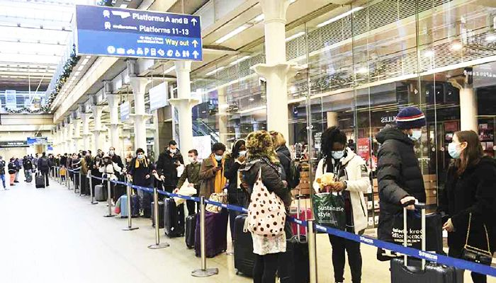 People at St Pancras station in London, waiting to board the last train to Paris today, Sunday, Dec. 20, 2020. Photo: AP