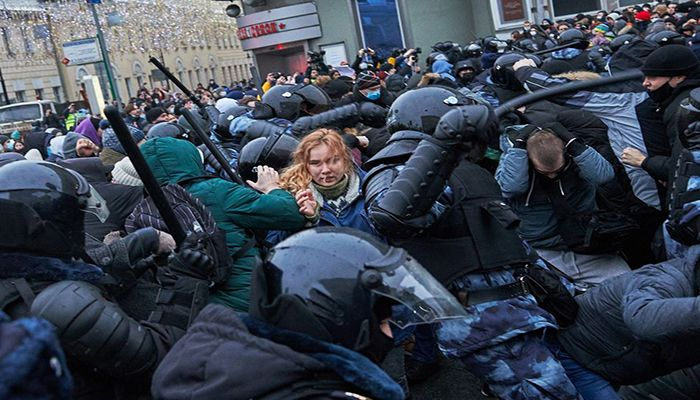 Protesters clash with riot police in Moscow. Tens of thousands of people defied a heavy police presence to attend demonstrations across Russia after opposition leader Alexei Navalny was arrested. Photo By: OLEG NIKISHIN