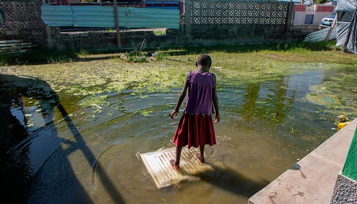 A girl stands in the flooded courtyard of a school in Beira, Mozambique. Cyclone Eloise struck southern Africa with winds of up to 160km/h (100mph), leaving more than 20 people dead and flooding tens of thousands of hectares of crops. Photo: Collected from AFP