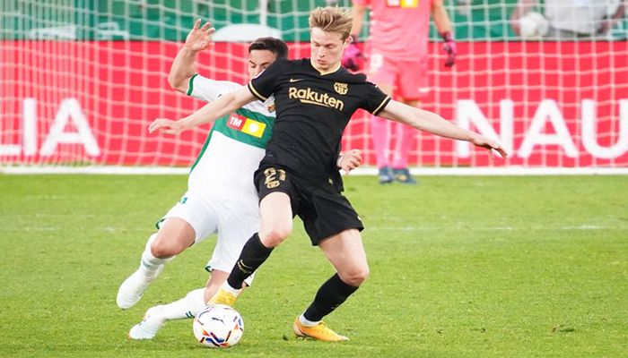 De Jong Steers Barca to Elche Win without Messi