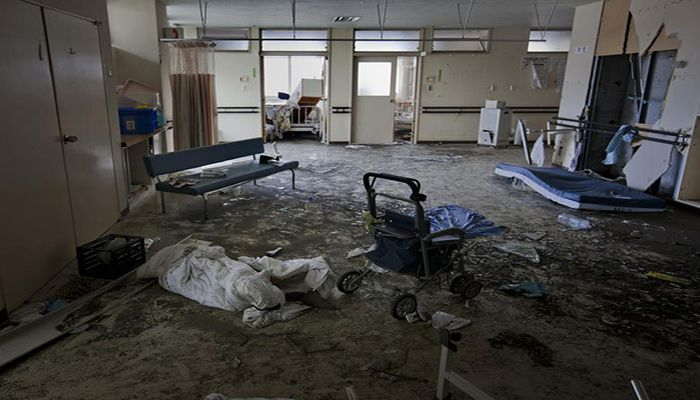 The body of a female patient lies dead in the hallways of a hospital in Minamisanriku town on March 14. Photo: Collected from Reuters