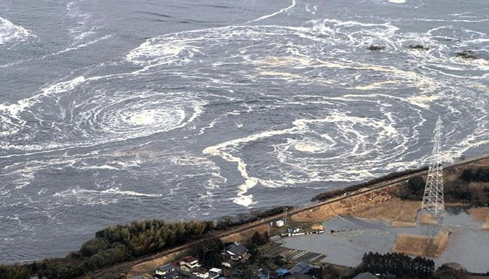 Whirlpools are seen following a tsunami and earthquake in Iwaki city, Fukushima Prefecture, March 11. Photo: Collected from Reuters