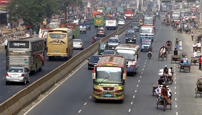 Public Transport Resumes Ignoring Health Guidelines