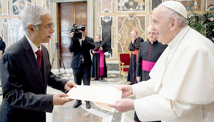 Pope Francis Praises Hasina's Generosity to Rohingyas