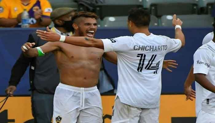 Chicharito Goal Lifts Galaxy over LAFC in 'El Trafico' Derby