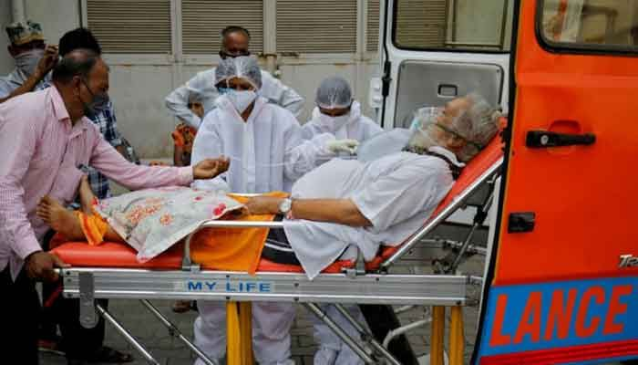 A patient wearing an oxygen mask is wheeled inside a COVID-19 hospital for treatment, amidst the spread of the coronavirus disease (COVID-19) in Ahmedabad, India, April 26, 2021. Photo: REUTERS