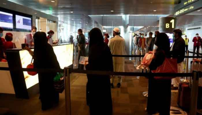 Passengers queue to check-in at Hamad International Airport, as the country resumes international flights to Saudi Arabia, in Doha, Qatar January 11, 2021. Photo: Reuters