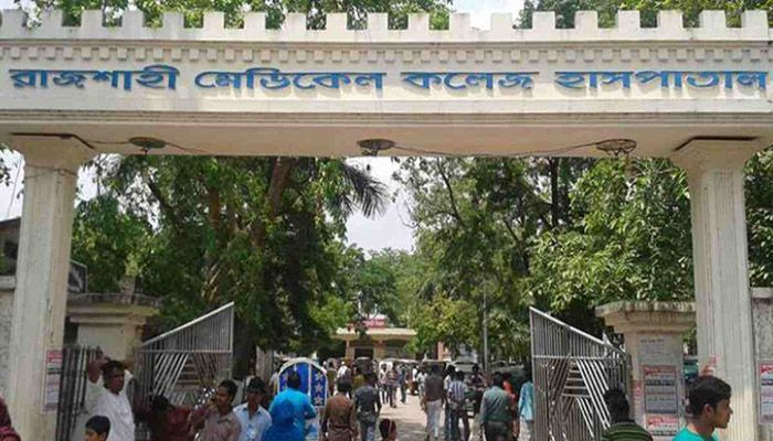 Currently, the corona unit of Rajshahi hospital is treating 142 patients from Rajshahi, 111 from Chapainawabganj, 15 from Naogaon, 15 from Natore, 3 from Pabna, 3 from Kushtia, and 1 from Chuadanga.    Photo: Collected