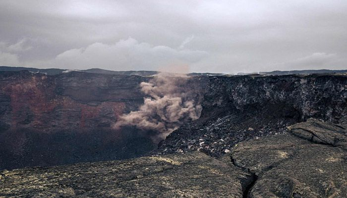 (Goma, Democratic Republic of Congo) The crater of the active Nyamuragira volcano in the Virunga national park. The nearby Nyiragongo, Africa's most active volcano, erupted last week killing 32 people. || Photograph: Alexis Huguet/AFP/Getty Images
