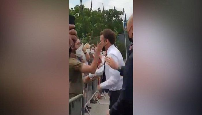 French President Emmanuel Macron has been slapped in the face. || Photo: Collected