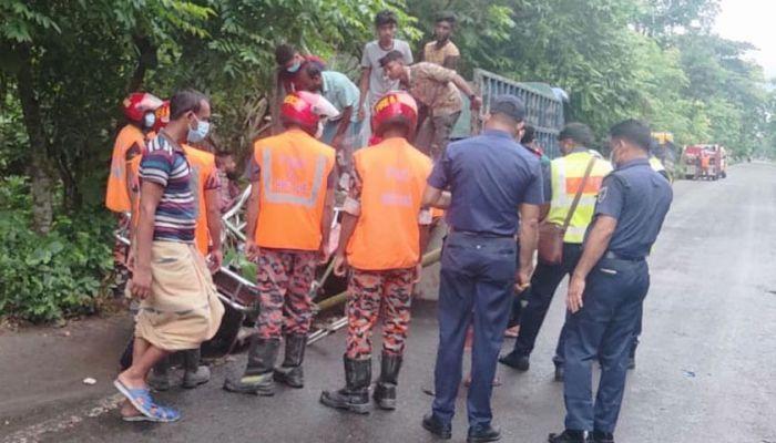 6 Die As Truck Hits Auto-Rickshaw in Bagerhat