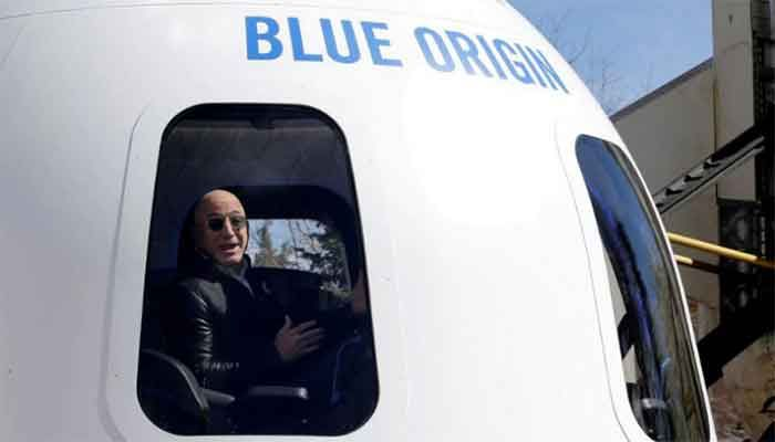 Amazon and Blue Origin founder Jeff Bezos addresses the media about the New Shepard rocket booster and Crew Capsule mockup at the 33rd Space Symposium in Colorado Springs, Colorado, United States April 5, 2017. || Photo: Reuters