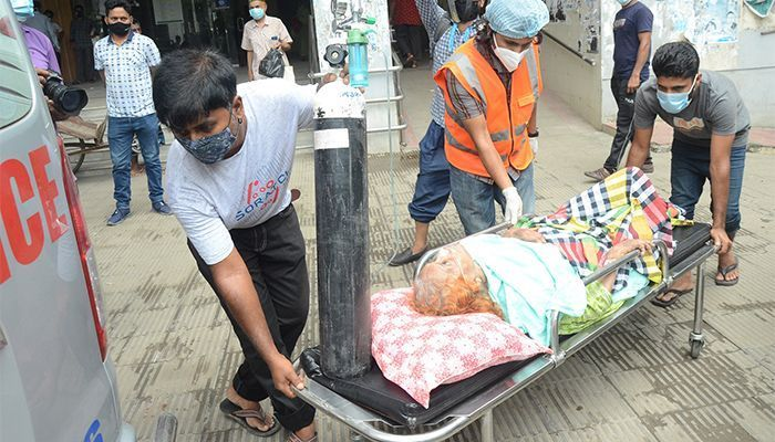 A patients with breathing problem rushed to hospital. (Photo: Star Mail)