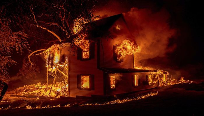 (Janesville, California, US) A home burns on Jeters Road as the Dixie fire jumps Highway 395. Critical fire weather throughout the region threatens to spread multiple wildfires burning in Northern California (Photograph: Ethan Swope/AP)