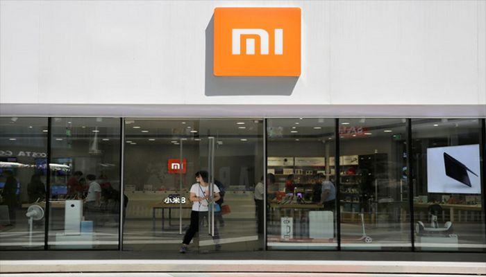 A customer walks out of a Xiaomi store in Beijing, China, June 21, 2018. || Reuters Photo: Collected